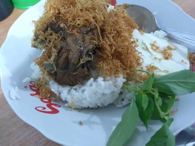 Bebek goreng kelapa purnama Surabaya pedas enak