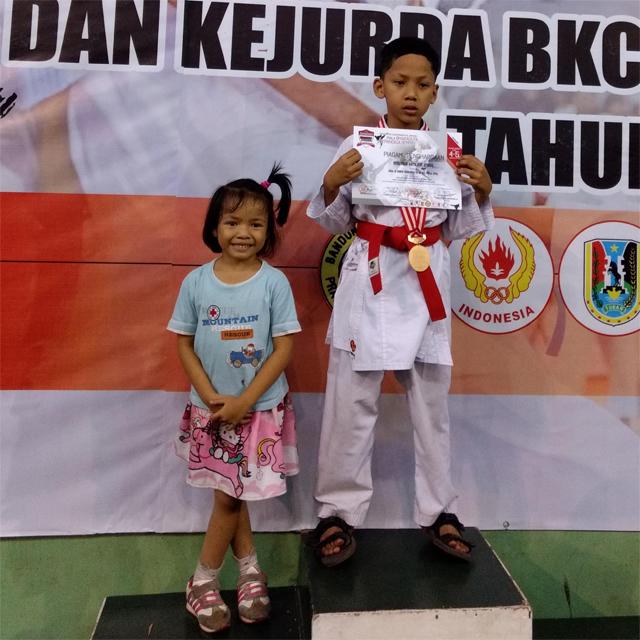Muhammad Daffa Niti Atmojo juara karate Amura surabaya jawa timur indonesia